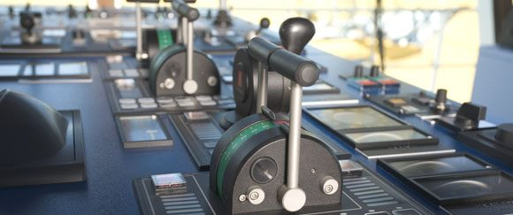 Console comando nave con leve di comando Lilaas, KIEPE Electric SpA